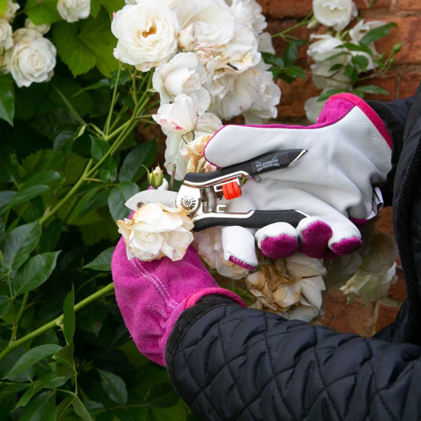 Bypass rounded blade is perfect for pruning flowers and general delicate cutting