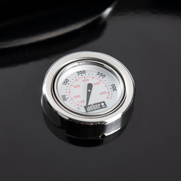 Built-in lid thermometer on the Weber Master-Touch GBS E-5750 Charcoal Barbecue 57 cm