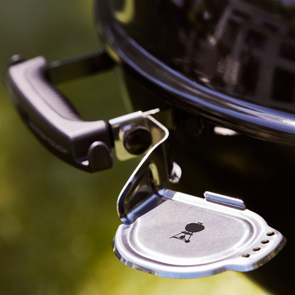iGrill bracket on Weber Master-Touch GBS E-5750 Charcoal Barbecue 57 cm (Black)