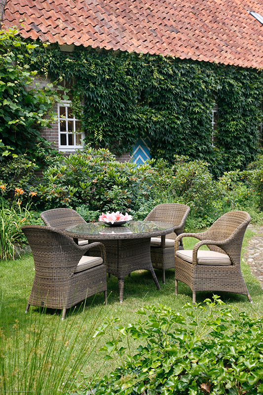 4 Seasons Sussex 4 Seater Garden Dining Set in garden