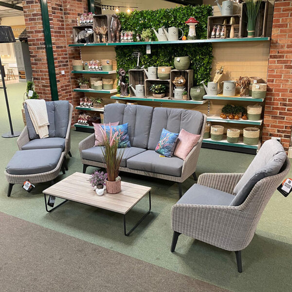 4 Seasons Outdoor Luxor Living Set with Axel Table