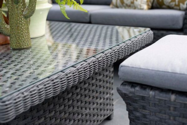 4 Seasons Outdoor - Boston Cosy DIning Table Close Up