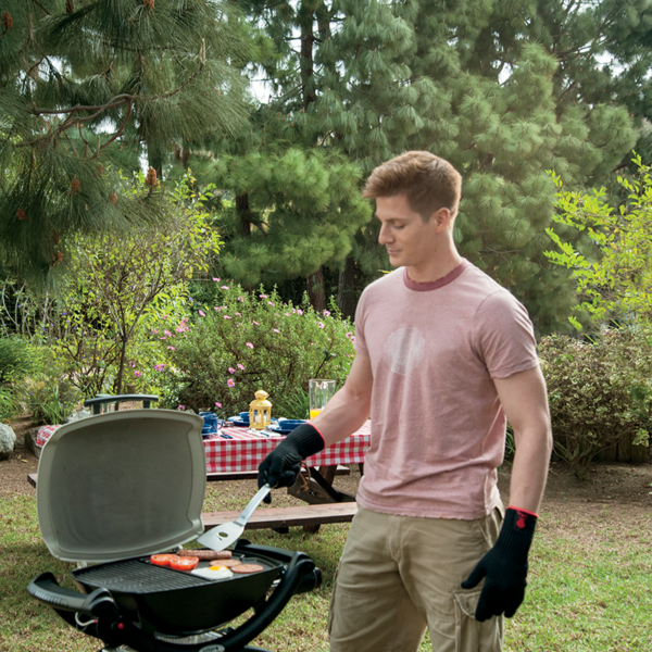 Make barbecuing easier with the Weber Barbecue Cast Iron Griddle for Q100 / 1000 Series #6558