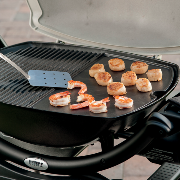 Evenly cook food on the Weber Barbecue Cast Iron Griddle for Q 200 / 2000 Series