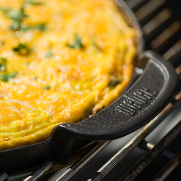 Make omelette on the Weber Barbecue Gourmet BBQ System (GBS) Cast Iron Griddle Plate