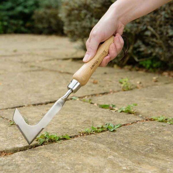 Cut weeds away with the Kent & Stowe Stainless Steel Hand Weeding Knife