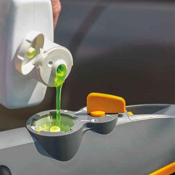 Easy shampoo fill with the Hozelock Long Car Brush Pro