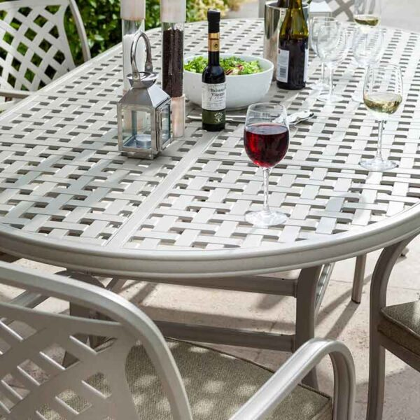 Hartman Berkeley 6 Seat Oval Garden Dining Set with 3m Parasol & 15kg Base (Maize & Wheatgrass) detail