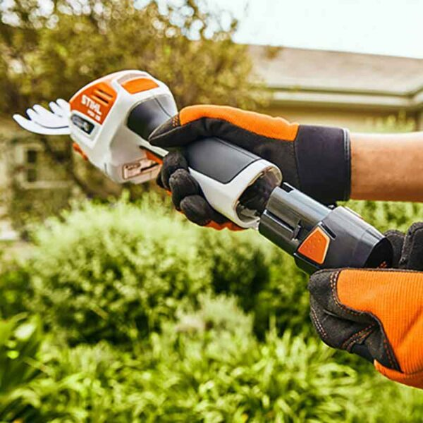 Inserting battery to the Stihl HSA 26 Cordless Garden Shears