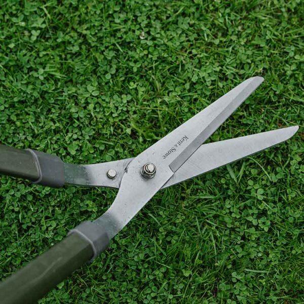 Kent & Stowe Lawn Shears in use