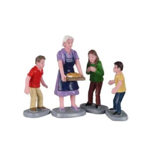 Lemax Family Tradition - Set of 4