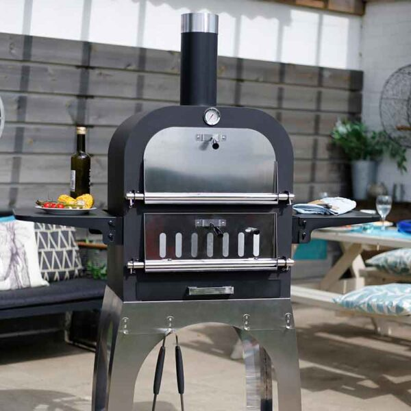 Salona Multi-Function Pizza Oven with oven door closed