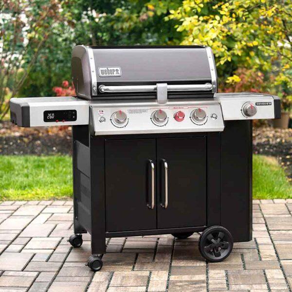 Weber Genesis II EX-335 GBS Gas Grill Smart Barbecue in garden