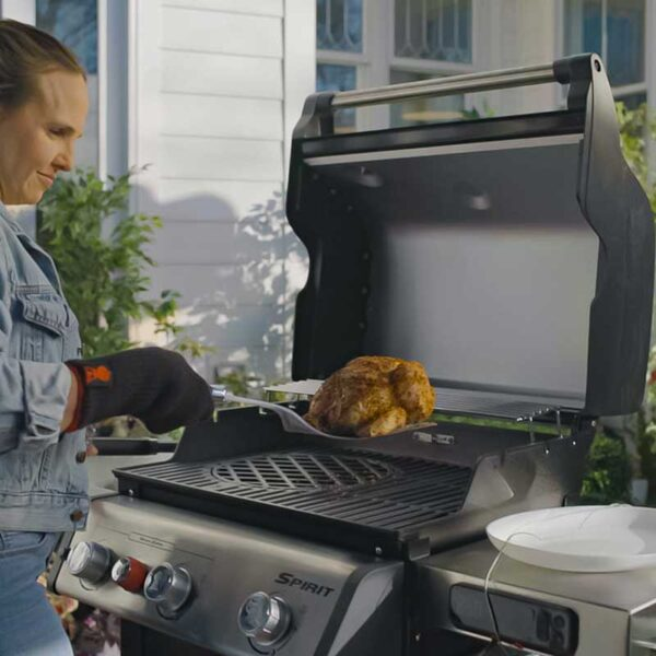Weber Spirit EPX-325S GBS Smart Barbecue in use