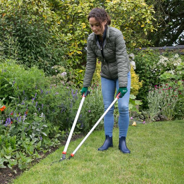 Using Wilkinson Sword General Purpose Long Handled Lawn Shears