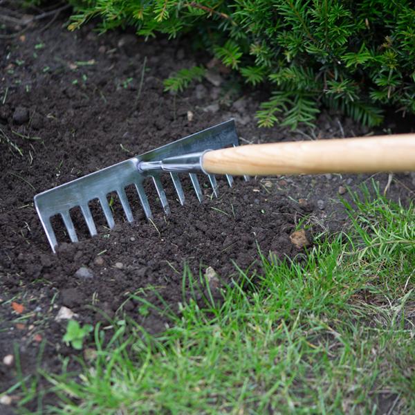 Using the Wilkinson Sword Stainless Steel Soil Rake #1111117W