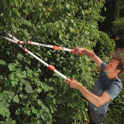 Using Wolf Garten Telescopic Hedge Shear